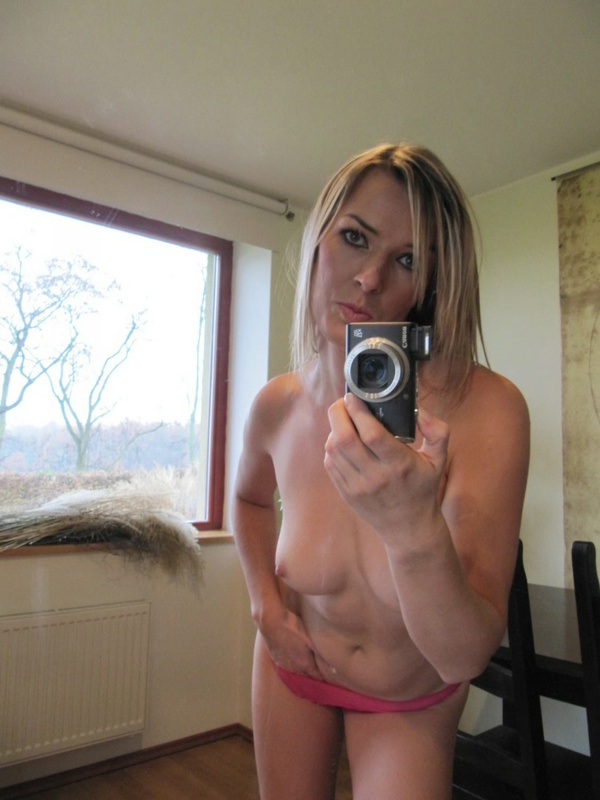 Hot Gina photographed herself in the mirror 7 photo