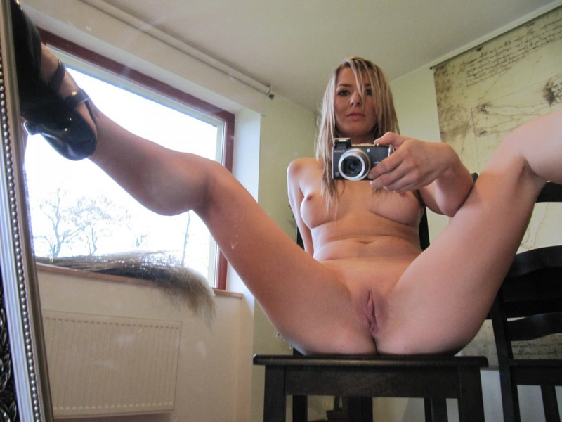 Hot Gina photographed herself in the mirror 16 photo