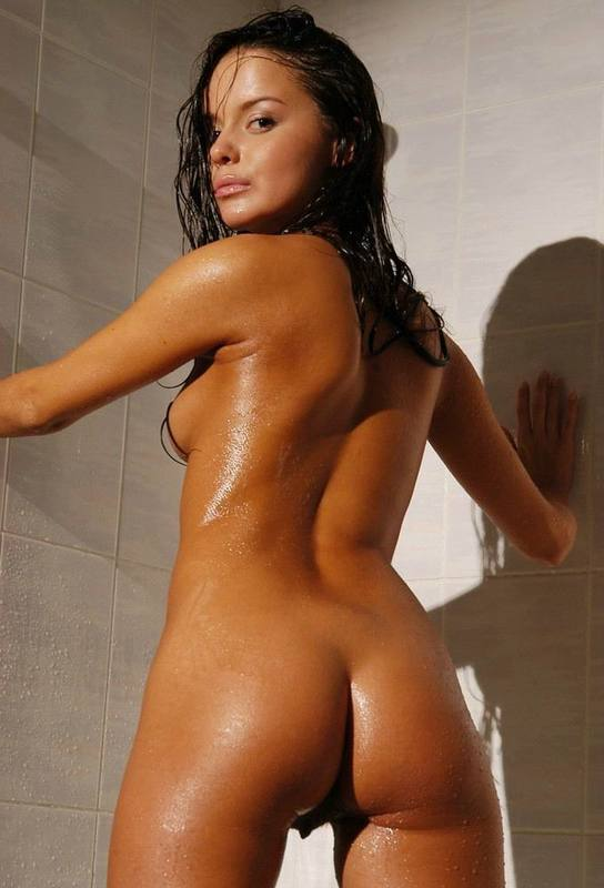 Tanned brown-eyed beauty is bathed in the tub 14 photo