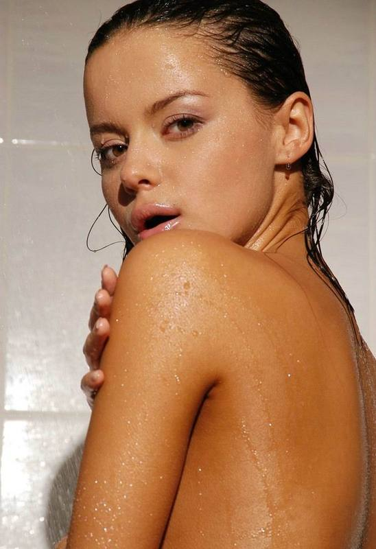Tanned brown-eyed beauty is bathed in the tub 18 photo