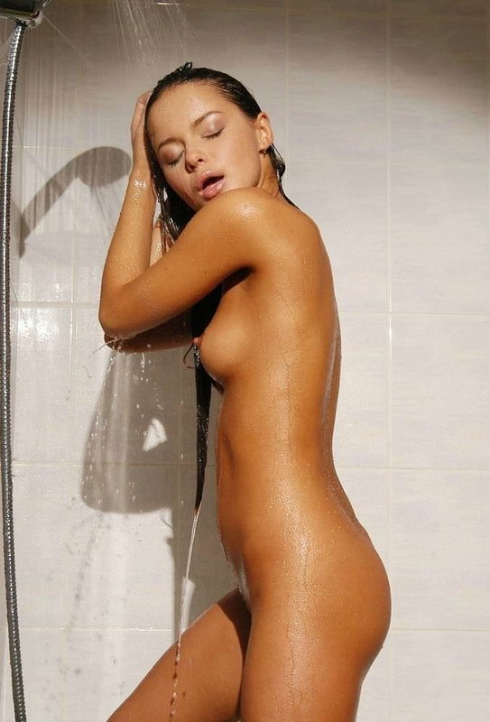 Tanned brown-eyed beauty is bathed in the tub 17 photo