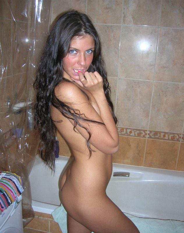 Blue-eyed attractive brunette completely naked 4 photo