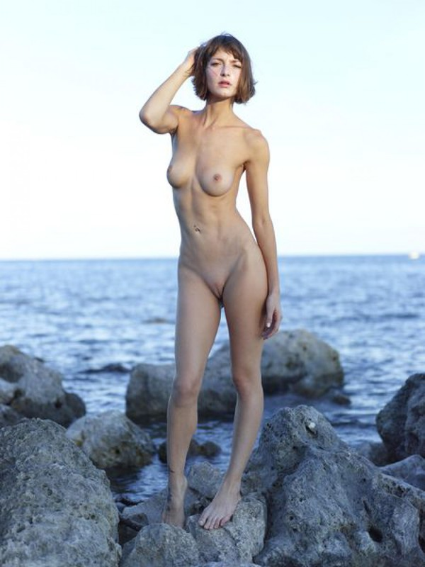 Slender Ninel posing naked on the seashore 6 photo