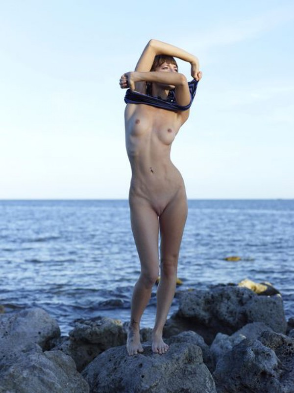 Slender Ninel posing naked on the seashore 8 photo