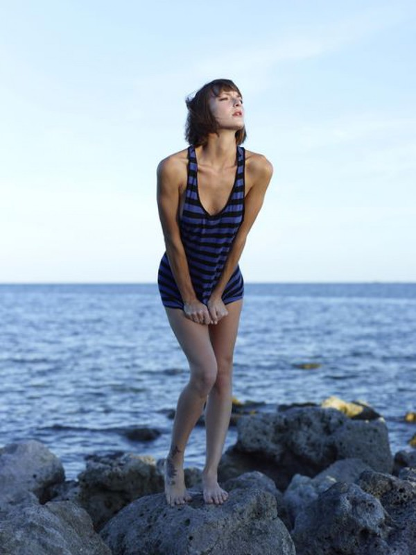 Slender Ninel posing naked on the seashore 19 photo