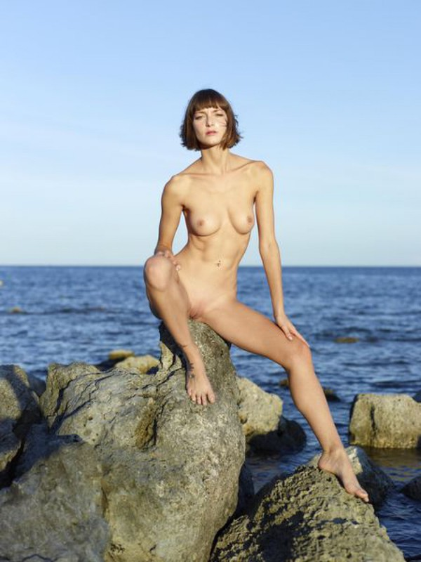 Slender Ninel posing naked on the seashore 15 photo