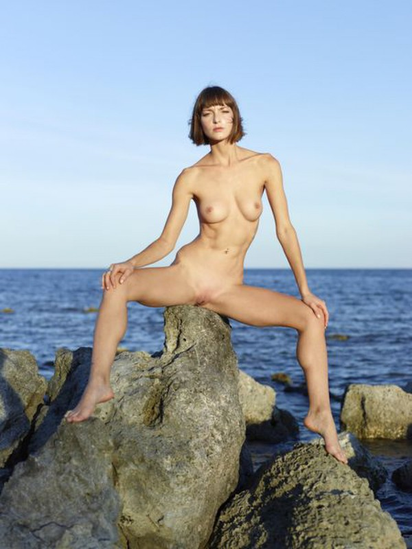 Slender Ninel posing naked on the seashore 22 photo