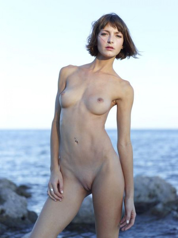 Slender Ninel posing naked on the seashore 24 photo