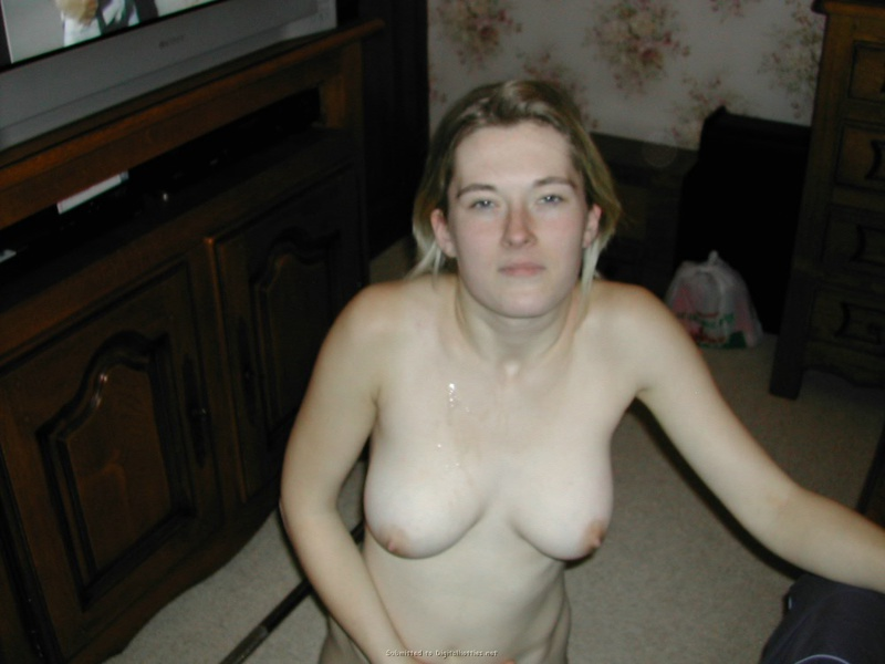 Guy brought a whore to the house and cum on her face 17 photo
