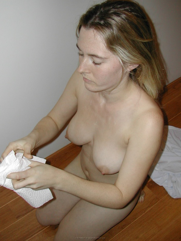 Guy brought a whore to the house and cum on her face 21 photo