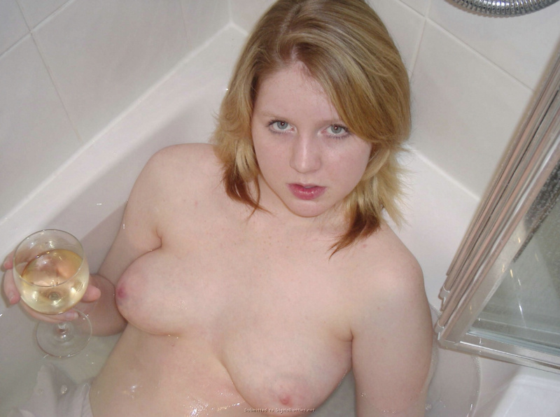 College girl climbed into the tub in a nightgown 13 photo