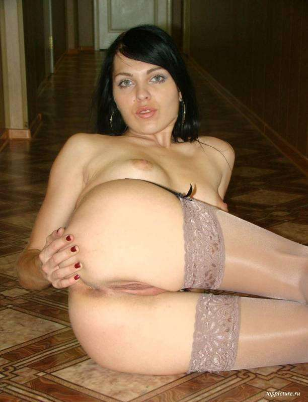 Wife posing naked and spreads legs 20 photo
