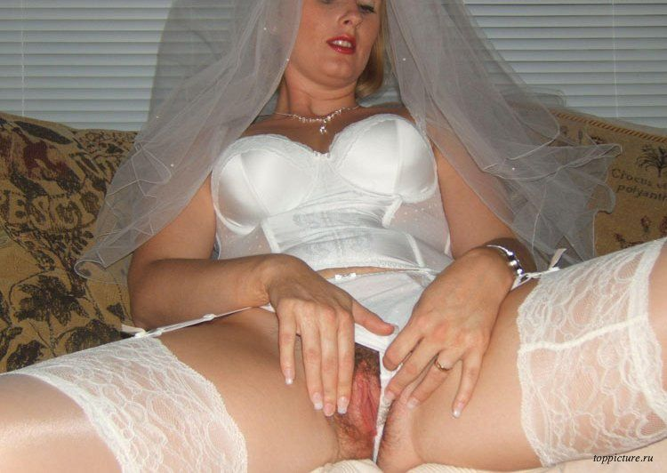 Wedding night horny bride who likes suck 27 photo
