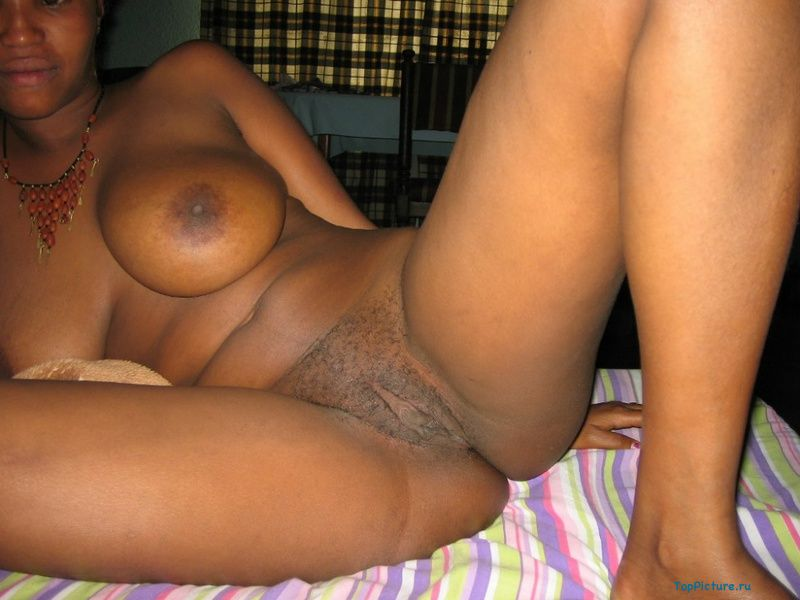 Plump black woman shows her pink pussy 5 photo