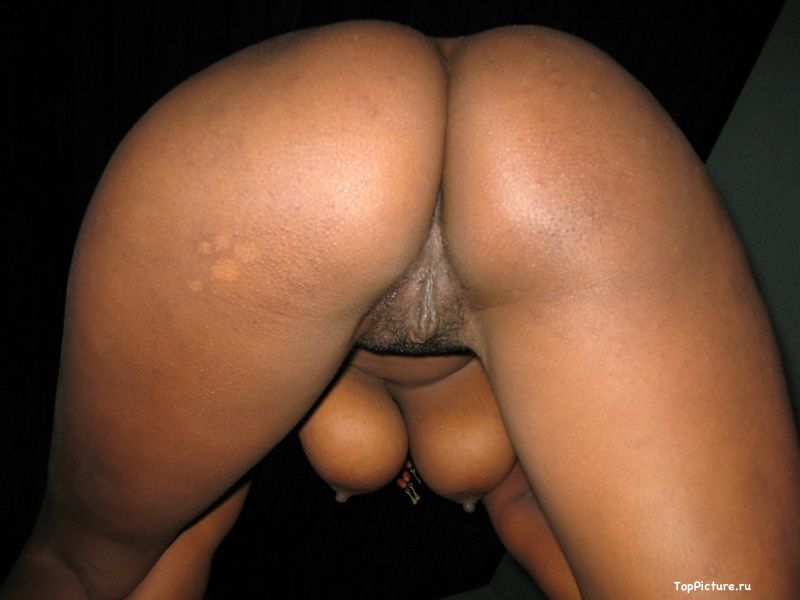 Plump black woman shows her pink pussy 9 photo