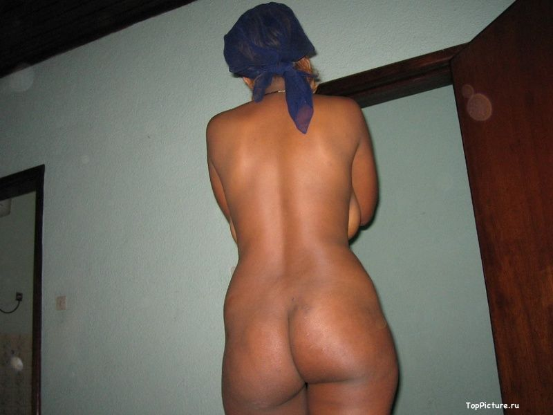 Plump black woman shows her pink pussy 19 photo