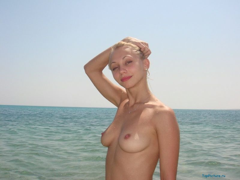 Photo nude blonde with a cute from vacation 7 photo