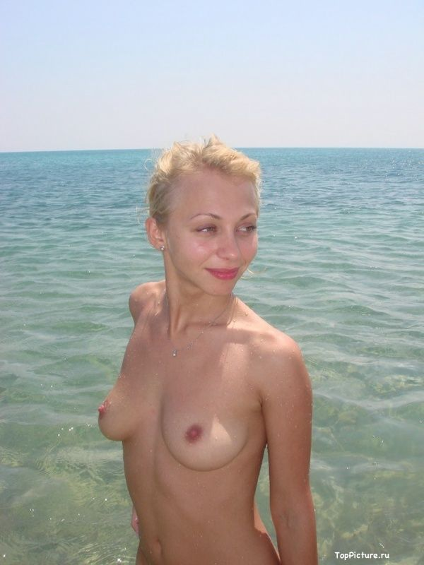 Photo nude blonde with a cute from vacation 12 photo