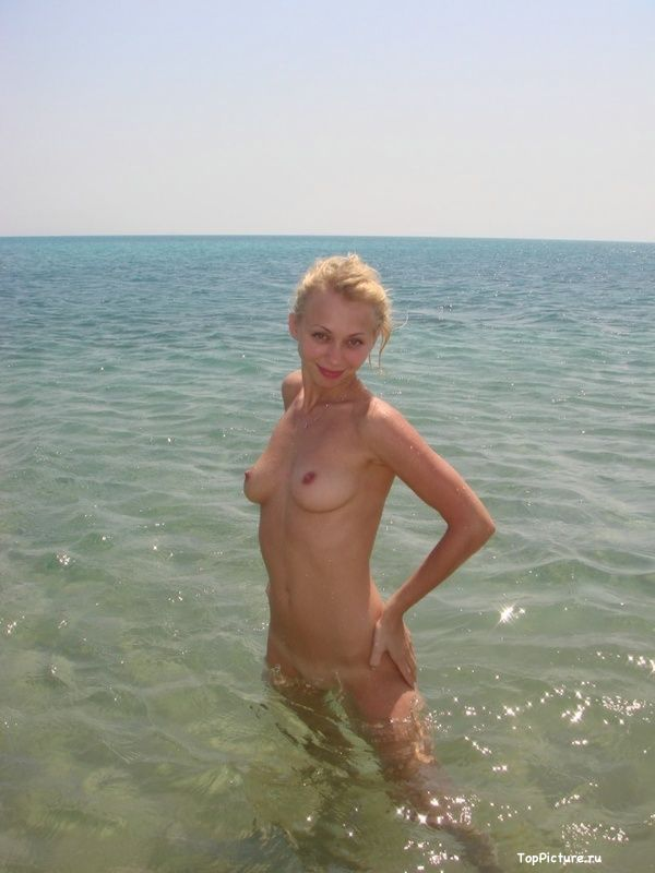 Photo nude blonde with a cute from vacation 9 photo