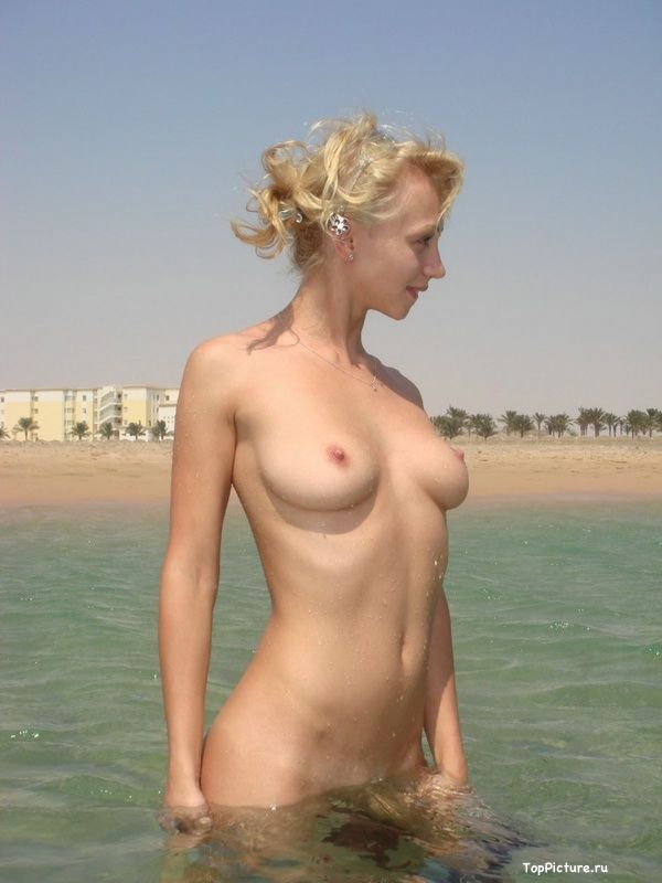 Photo nude blonde with a cute from vacation 20 photo