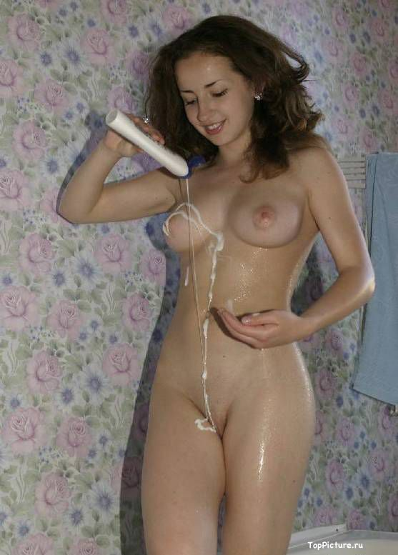 Fantastic brunette with cool tits bathed nude in the shower 12 photo