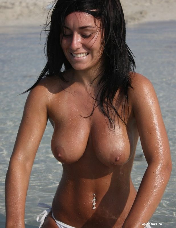 Busty nudist on the beach impressed all the men 3 photo