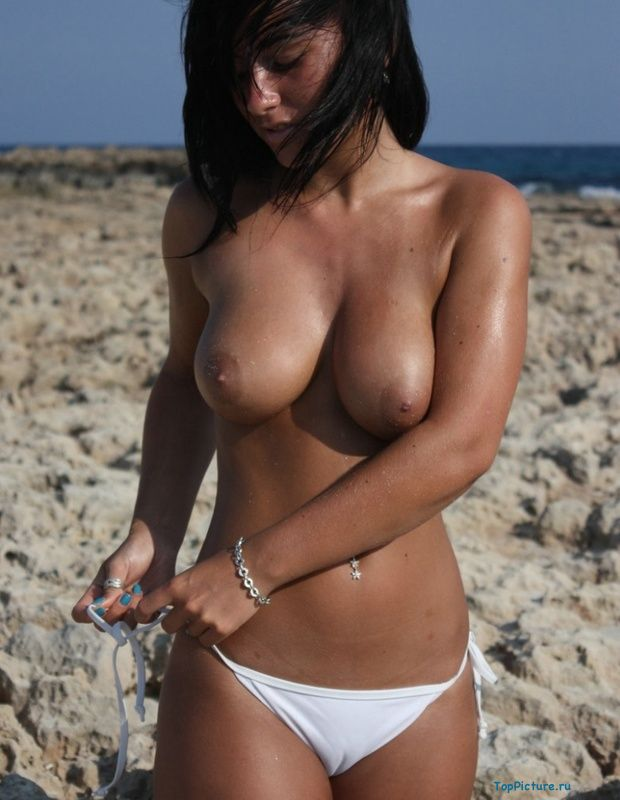 Busty nudist on the beach impressed all the men 7 photo