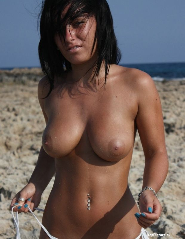 Busty nudist on the beach impressed all the men 8 photo