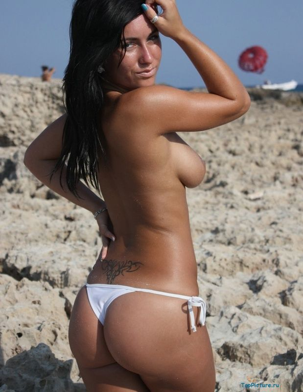 Busty nudist on the beach impressed all the men 6 photo