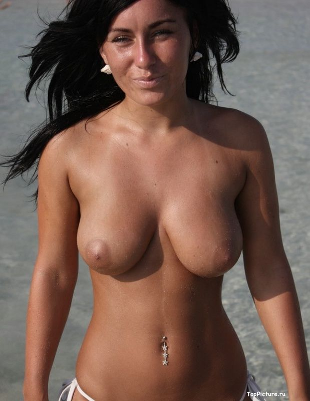Busty nudist on the beach impressed all the men 9 photo