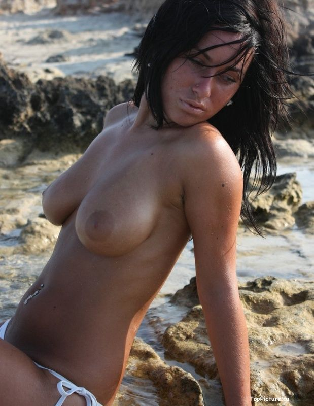 Busty nudist on the beach impressed all the men 14 photo