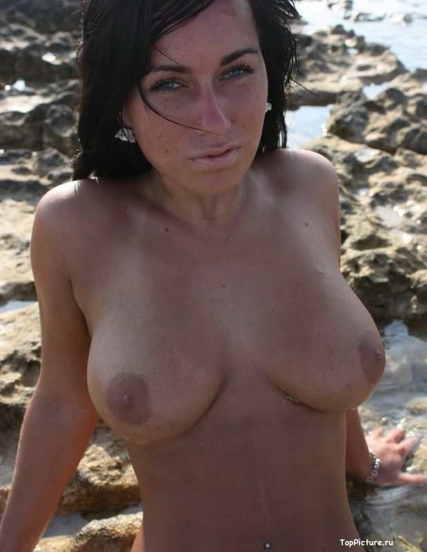 Busty nudist on the beach impressed all the men 15 photo