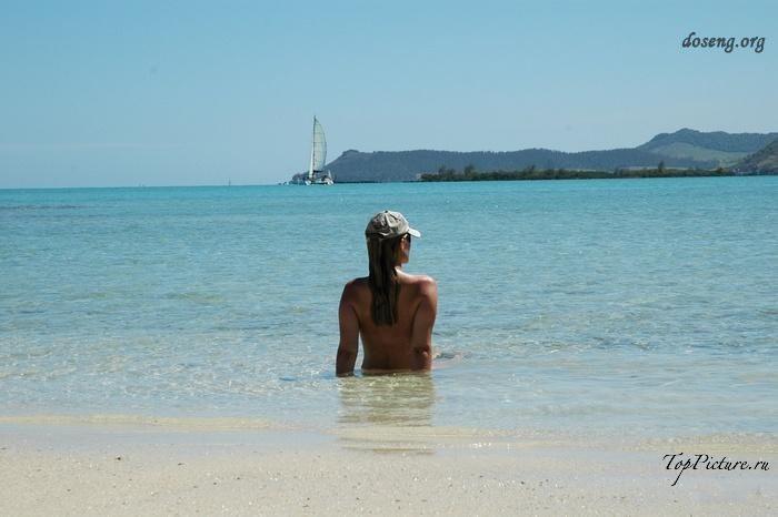 Hot chicks sunbathing topless on public beaches 2 photo