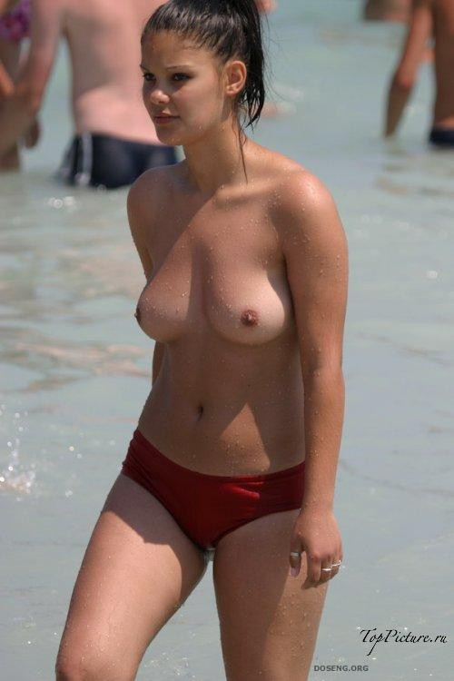Girls sunbathing and swimming topless on the beach 15 photo
