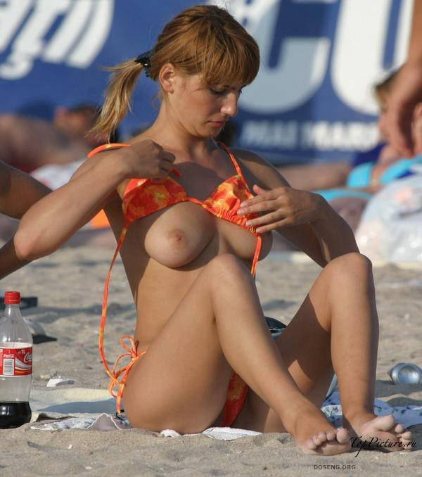 Girls sunbathing and swimming topless on the beach 37 photo