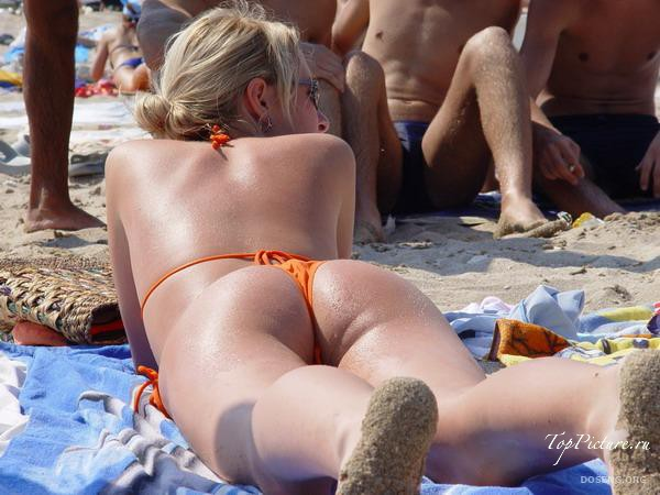Girls sunbathing and swimming topless on the beach 38 photo