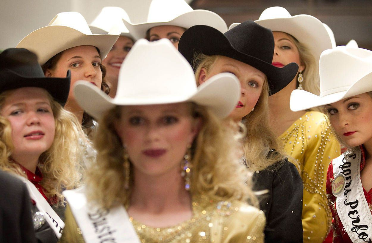 Showy photo beauties with Miss Rodeo 3 photo